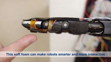 Nus Researchers Create Aifoam For Robots To Interact Intelligently With Their Surroundings 00 00 08 15 Imagen Fija004
